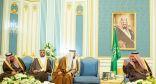 الملك سلمان يستقبل كبار المسؤولين في الصحة