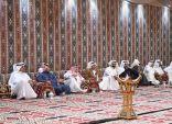 """زوار الجنادرية 33 يستذكرون قصص الأجداد بـ""""مجلس بيت الشعر"""" بقرية نجران"""
