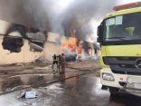 الدفاع المدني يباشر حريقاً في مستودع لمصنع مياه شهيرة بوادي الدواسر
