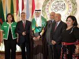 """جامعة الدول العربية تكرم"""" الهاجري"""" بوسام الشاب النموذج """" لماحفقه من إنجازات وإسهامات"""