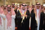 أمير عسير يؤدي الصلاة على الأديب بن حميد بجامع الراجحي بأبها