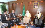 وزير الشؤون الإسلامية يستقبل السفير المصري لدى المملكة