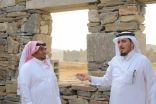 محافظ بارق:  يتفقد مشاريع القرية التراثية و الممشى و المطل
