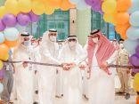 معالي رئيس جامعة الباحة يفتتح معرض اليوم العالمي للصحة النفسية
