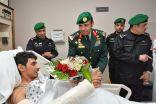 رئيس الحرس الملكي يزور مصابي الاعتداء الإرهابي في جدة