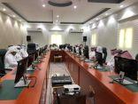 محافظ الحُرّث في جازان يرأس اجتماع المجلس المحلي