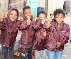 مركز الملك سلمان للإغاثة يوزع 1,200 حقيبة شتوية للنازحين في مأرب .