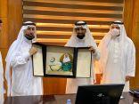 اللجنة العقارية بغرفة الباحة تكرم رئيس اللجنة الوطنية العقارية في اتحاد الغرف السعودية