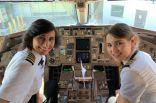 أم وابنتها تقودان طائرة!