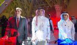 وزير الإعلام يفتتح أول دار سينما في السعودية