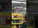 """فيديو طريف.. كيف تمت الاستفادة من تقنية """"الڨار"""" في متجر كبير بالمملكة"""