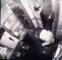 """الطيار """"الغامدي"""" يعلق على فيديو راكب يصلي أمام كبينة المضيفين ثم يلكم أحدهم بعد انتهائه"""
