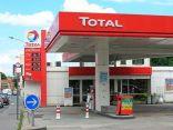 """""""أرامكو"""" توقع مذكرة تفاهم مع """"توتال"""" الفرنسية لإنشاء شبكة محطات وقود"""