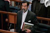 """""""عباس جودي"""" كاتب المصحف بدم """"صدام"""" يكشف عن السبب والمدة ولماذا فقد بصره"""