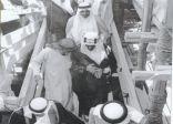 صورة تاريخية للملك فيصل خلال تفقده أعمال التطوير في المسجد الحرام