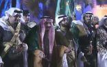 الملك سلمان يشارك في أداء العرضة السعودية بعد تدشينه مشروعات منطقة الرياض
