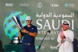 """المصنف الثالث عالمياً """"داستن جونسن"""" يحقق البطولة السعودية الدولية لمحترفي الجولف"""
