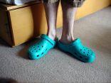 لهذا السبب عليك التخلص من هذه الأحذية المطاطية المنزلية!