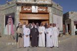 مدير جامعة الباحة المكلف يتفقد معرض الجامعة في مهرجان الجنادرية
