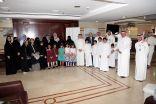 الأطفال الأيتام يقدمون 100 هدية للأطفال المرضى بالسرطان