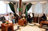 الأمير سعود بن نايف يستقبل فريق التنقيب في موقع ثاج الأثري بالمنطقة الشرقية