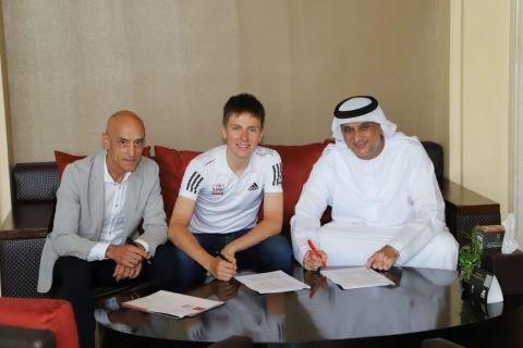 بوجاتشار يوقع عقداً جديداً مع فريق الإمارات