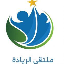 مدير تعليم محايل  يقلد ابن الشهيد حنش البارقي وسام الشجاعة  والأمين مدرسة المستقبل