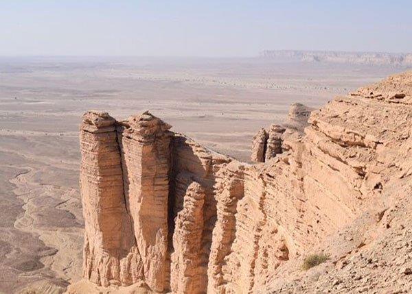 ما هي جبال طويق التي شب ه ولي العهد همم السعوديين بها