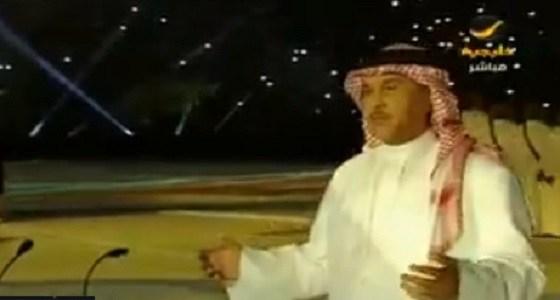 """بالفيديو.. """" محمد عبده """" يحيي الأوبريت الغنائي بين شوطي ..."""
