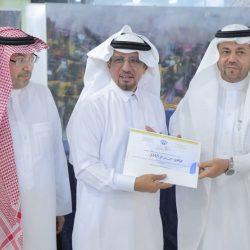 أمير الباحة والوكيل يقدمان تعازيهما في حرم اللواء ابن مله