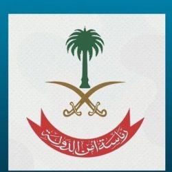 """وزير الإسكان يسلّم مواطنين وحداتهم السكنية بمشروع """"شمس الديار"""""""