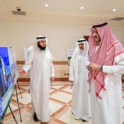 سمو أمير الباحة يتفقد غرفة العمليات بفرع هيئة الهلال الأحمر بالمنطقة