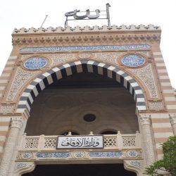 تركيب لوحات بمسميات أحياء مكة الجديدة