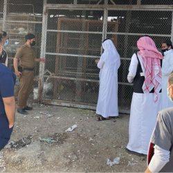 نائب أمير مكة المكرمة يزور غرفة عمليات المسجد الحرام