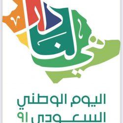 عبدالله بن صالح يهدي نسختين من كتاب ابن الوادي لسمو أمير منطقة الباحة